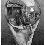 08_Mano con sfera riflettente
